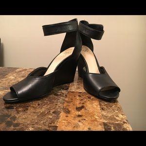 9M Vince Camuto shoes